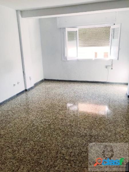 se vende piso en el centro de Almería