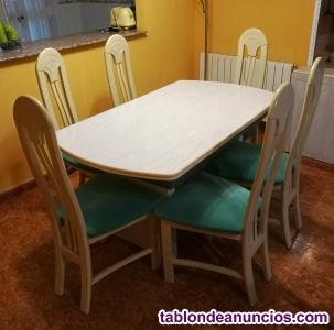 Mesas y sillas de comedor de madera