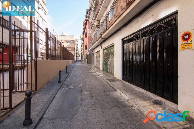 A6635D5. Plaza de garaje cerrada en calle Montalban. A