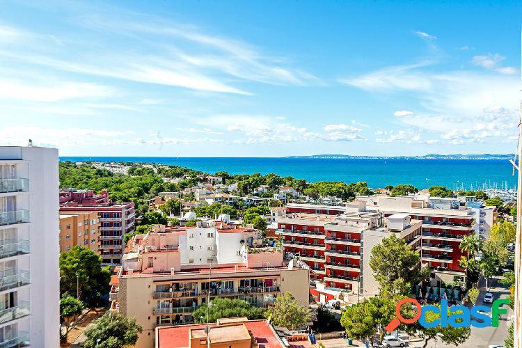 En venta apartamento con terraza y vistas al mar, en el