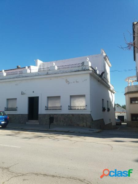 Gran casa Independiente en Avenida del Rio