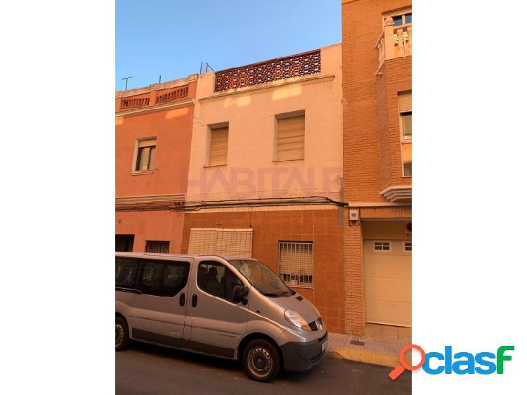 Casa en venta en Alzira Vivienda muy amplia y luminosa SIN