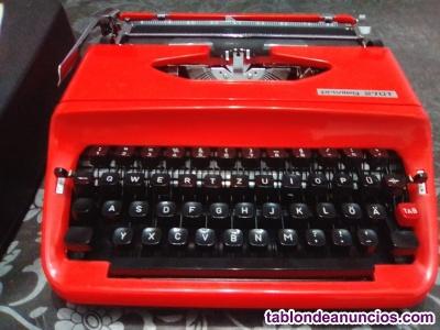 Vendo maquina de escribir vintage en excelente estado.