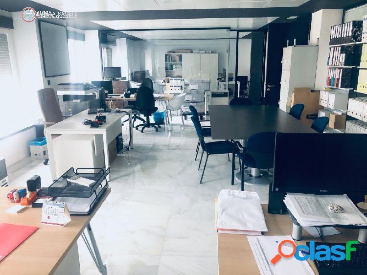 API LUNA AB VENDE OFICINA DE LUJO EN TESIFONTE GALLEGO