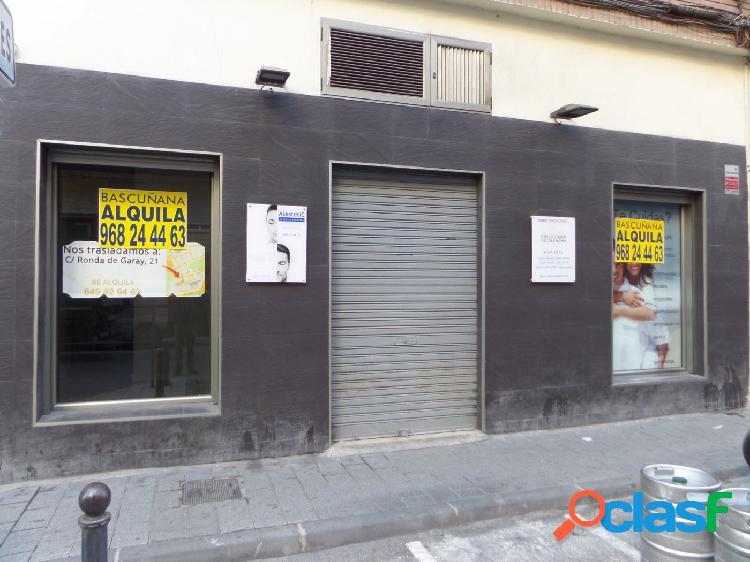 Alquiler de local comercial en calle de la Gloria.
