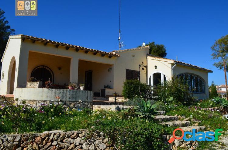 Casa de campo con gran jardín e impresionantes vistas al