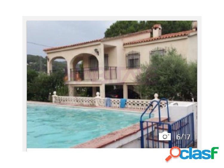 Chalet independiente de 3 habitaciones con piscina y pista