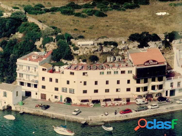 Emblemático edificio en primera línea de Puerto.