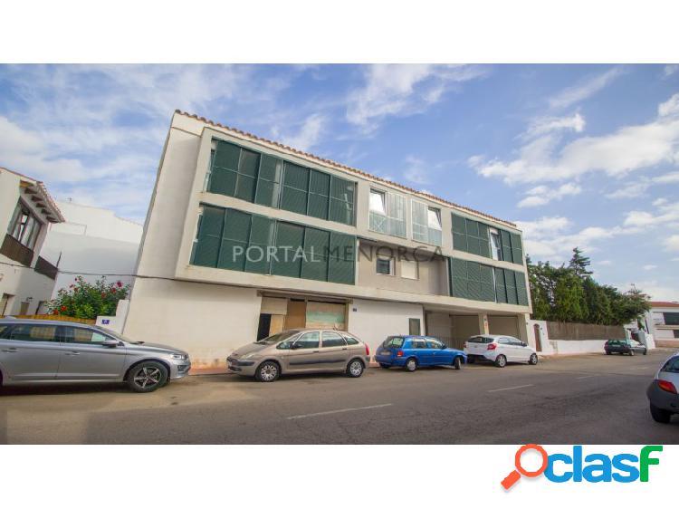 Local más plaza de parking en venta en Sant Lluís
