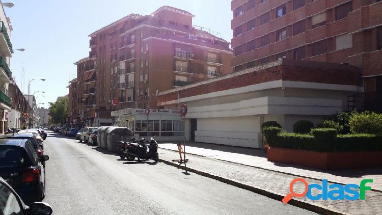 Los Remedios.- Junto plaza de Cuba, local en bruto, 504 m2
