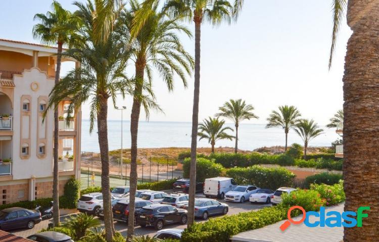 Apartamento de 3 dormitorios con vistas al mar zona Hotel