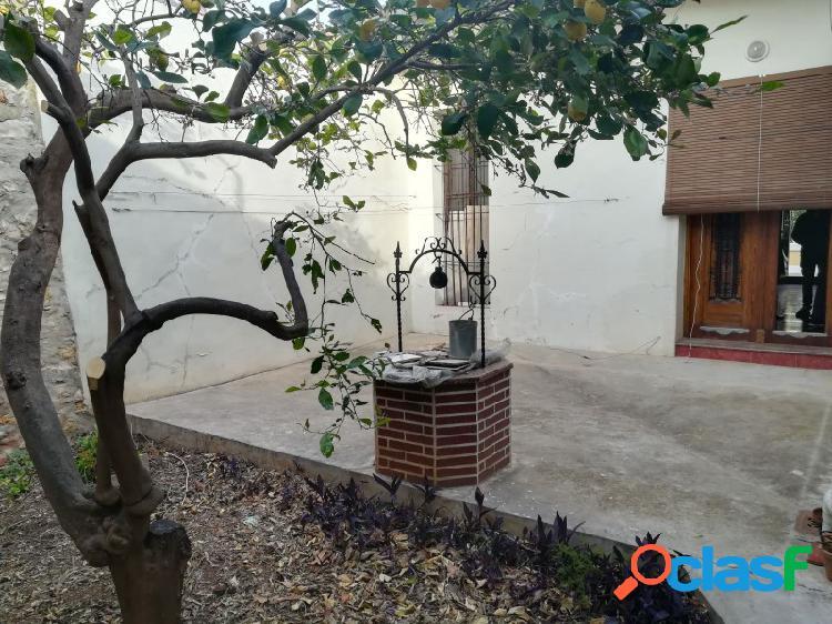 Casa en buen estado con amplio patio