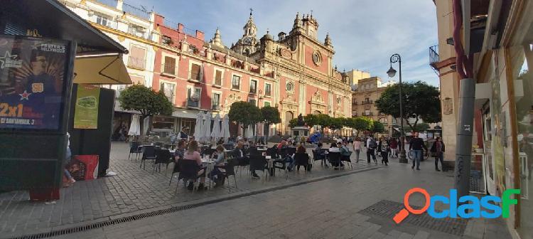 Magnífico edificio en pleno centro de Sevilla, se encuentra