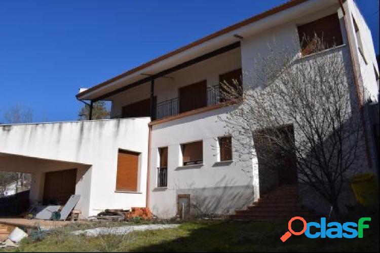 A la venta casa en Miraflores de la sierra