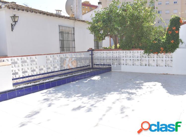 Adosado en alquiler en la zona de Pueblo López, Fuengirola.