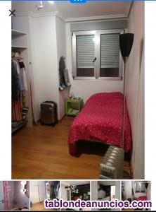 Alquilo habitación con baño muy céntrica.