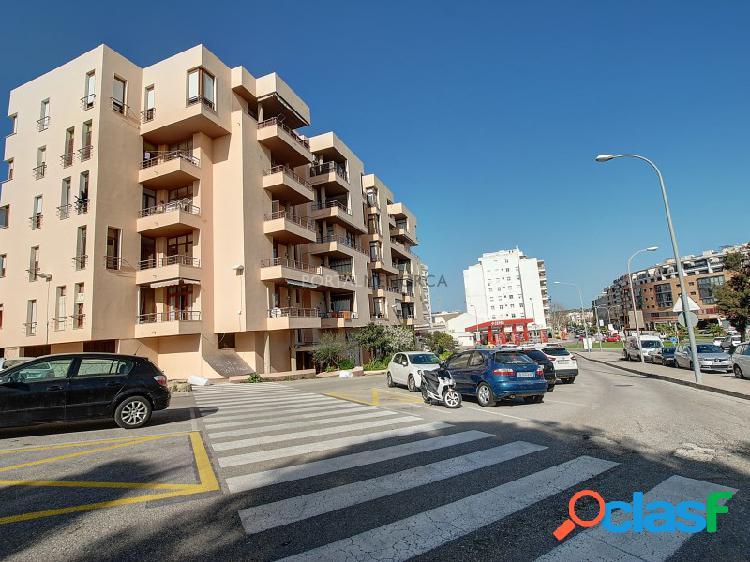 Amplio piso de 5 dormitorios cerca del Centro y el Puerto de