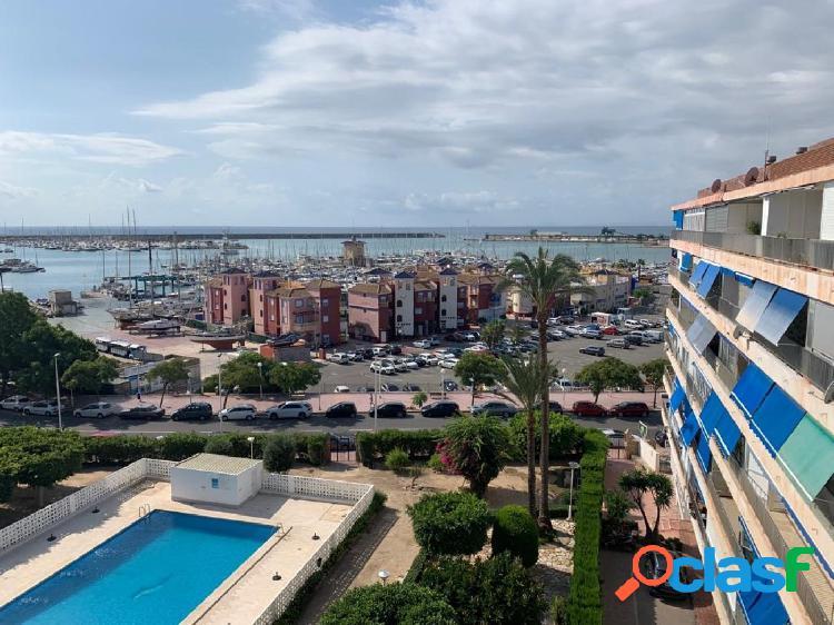 Apartamento en primera línea con vistas al mar y al puerto