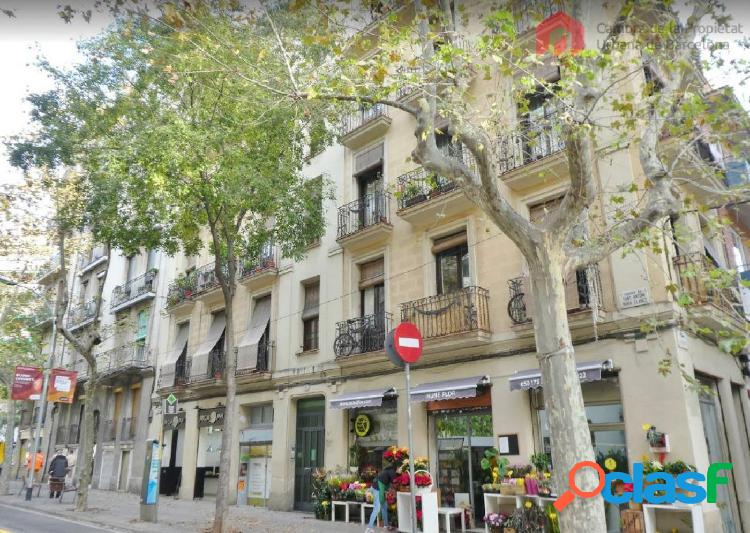 Apartamento junto a Pg. Sant Joan en finca con encanto y muy