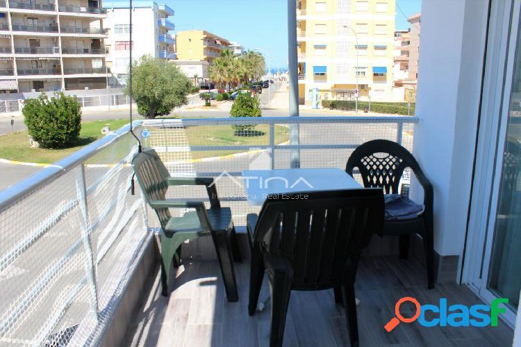 Apartamento totalmente reformado y con vistas al mar situado