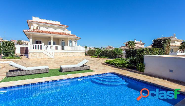 Bonita villa independiente ubicada en la zona residencial de