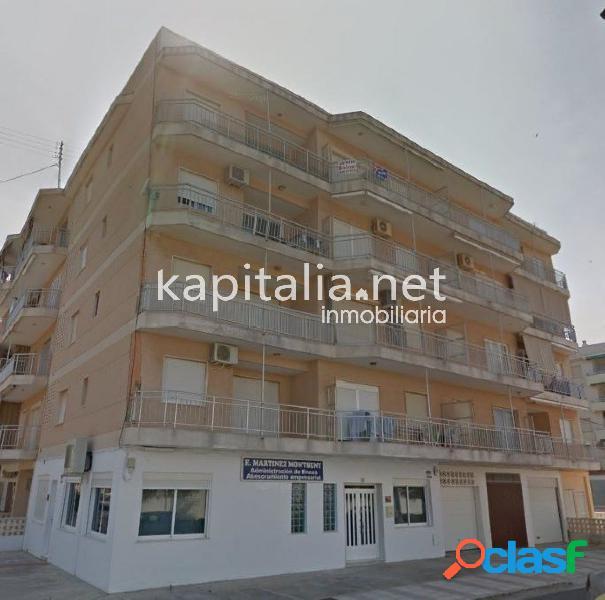 Bonito apartamento semi reformado en venta en Daimús.