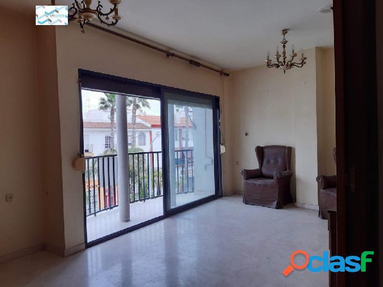 Bonito piso con garaje en Salobreña