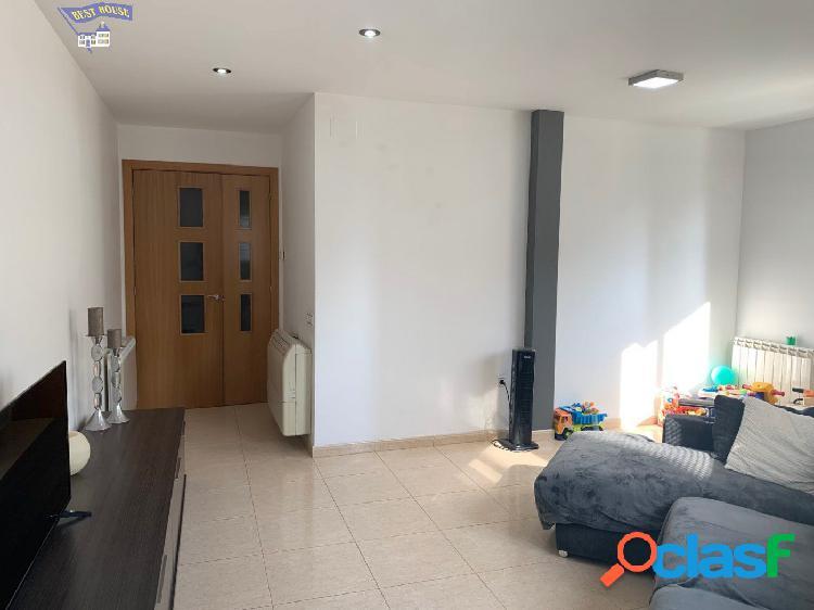 Bonito piso de 3 habitaciones y 2 baños con patio/terraza