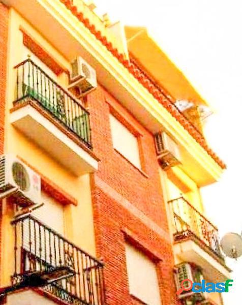 Bonito ático dúplex con amplia terraza situado en el
