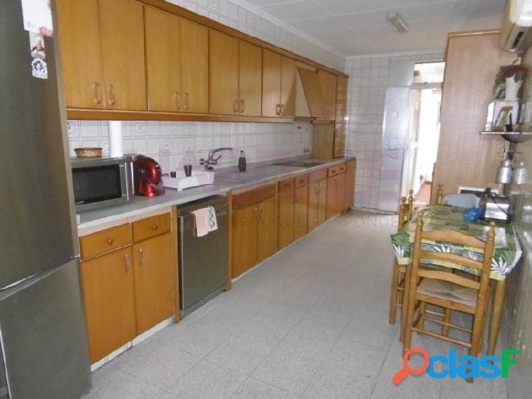 Casa a la venta en zona centro, cerca de C/ Perez Galdos.