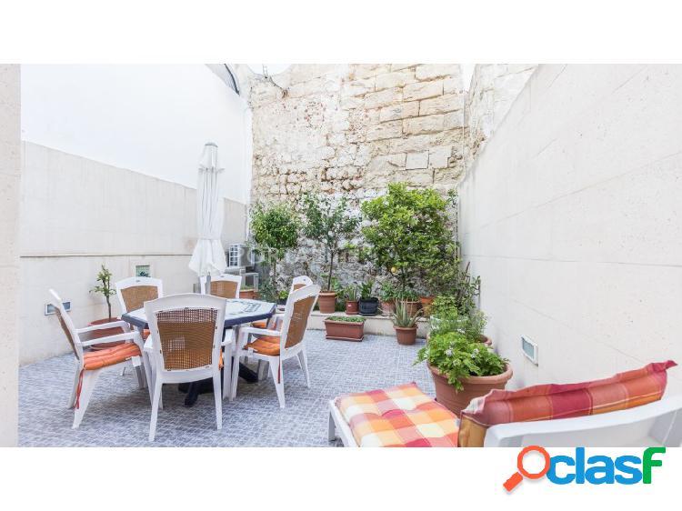 Casa con patio y sótano en el centro histórico de la