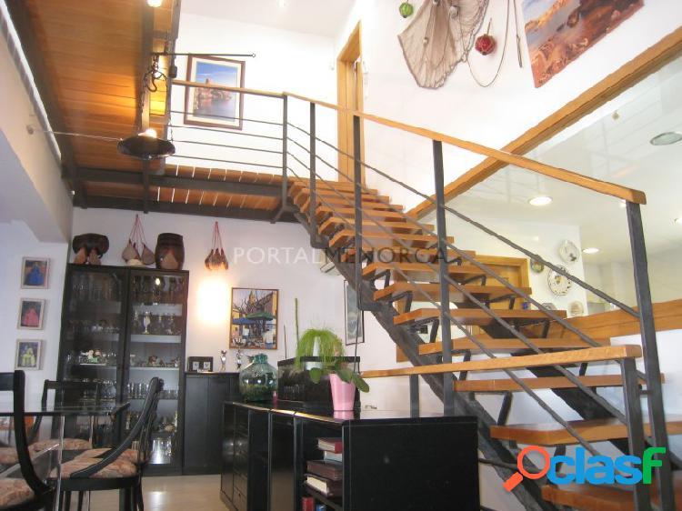 Casa con piscina, cochera y patio en el centro de Mahón,