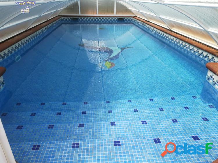 Casa con piscina propia, 4 hab, 2 baños, garaje en