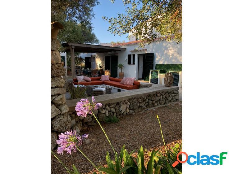Casa de campo con piscina en venta en Trebaluger, Es Castell