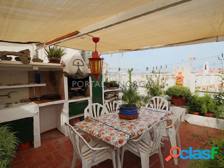 Casa de planta piso con terraza encantadora en Mahón,
