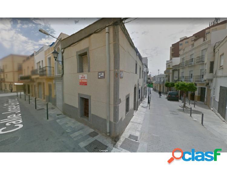 Casa en pleno centro de Vera, casco antiguo.