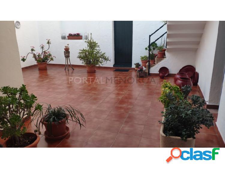 Casa en venta en Ciutadella con posibilidad de dividir en 2