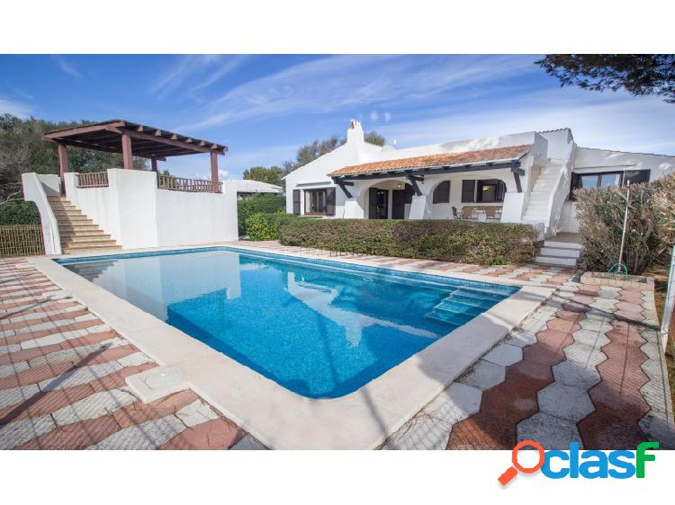 Chalet con vistas al mar y piscina en venta en Binibeca Vell