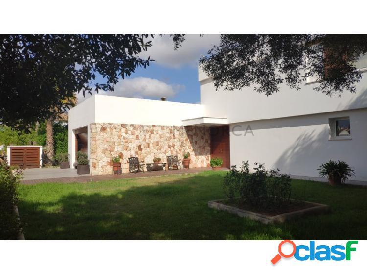 Chalet de diseño moderno en Sa Caleta