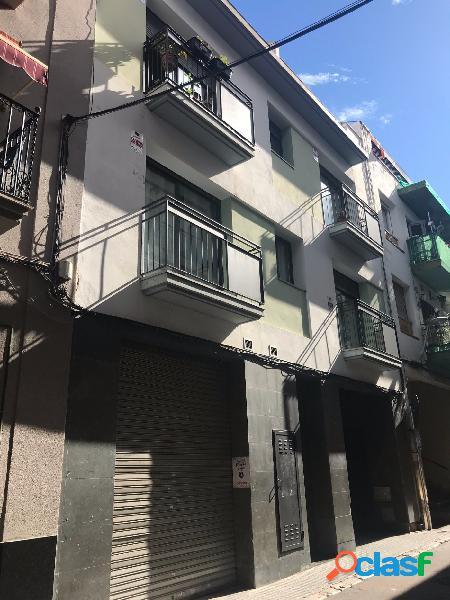 Edificio de 6 viviendas y parking totalmente reformado en el