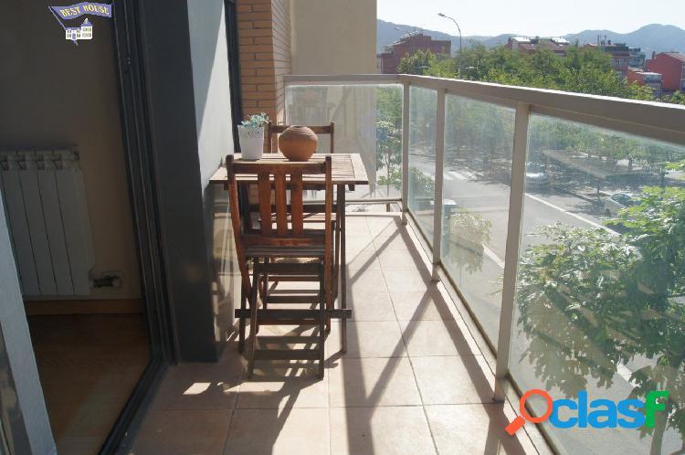 Espectacular piso 3 hab, 2 baños, balcón, parking en