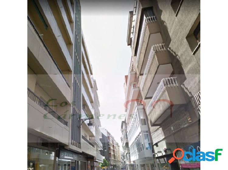 Excelente piso en zona Plaza Trinidad.