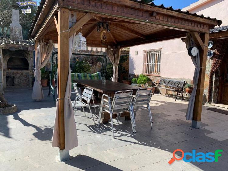 Fantástica Casa 4 hab, 2 baños, jardín y garaje en