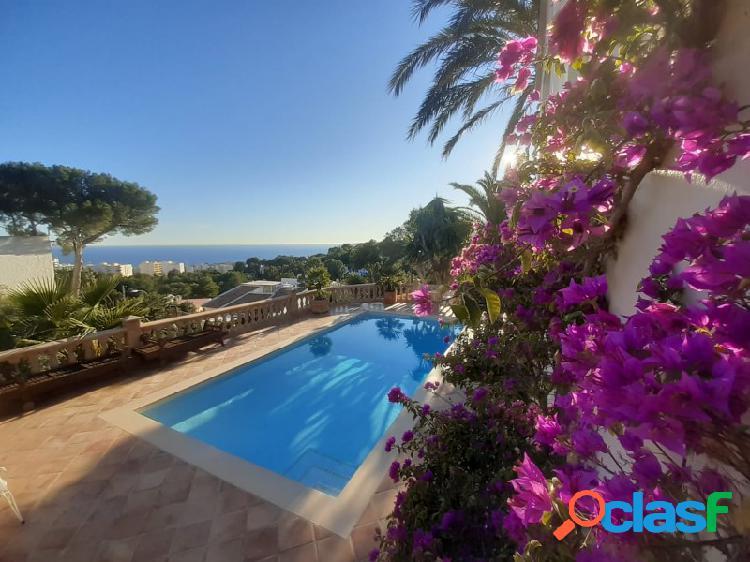 Hermosa villa amueblada con vistas a la piscina y al mar en