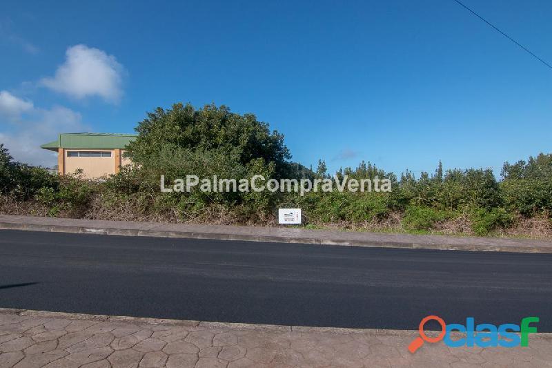 ID 388 Solar en zona industrial de Barlovento, con las