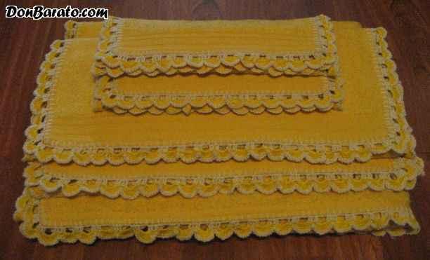 Juego de toallas amarillo rematadas a ganchillo