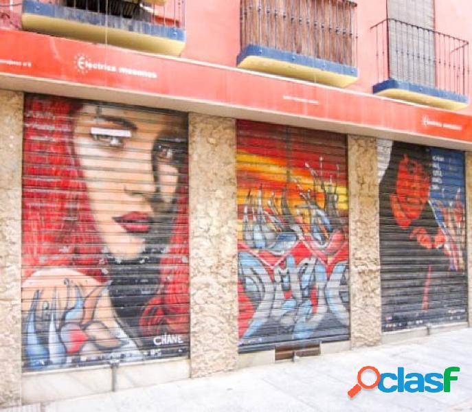 Local comercial, a pie de calle, en pleno centro de Granada.