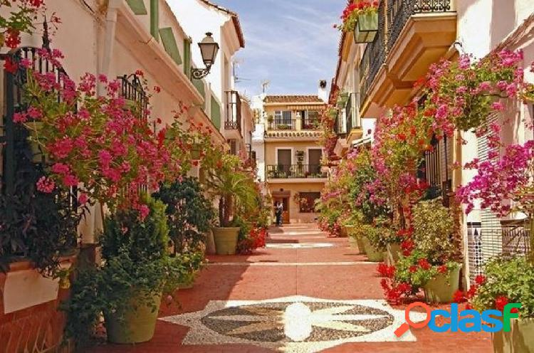 Local en pleno centro histórico de Estepona de 198m2