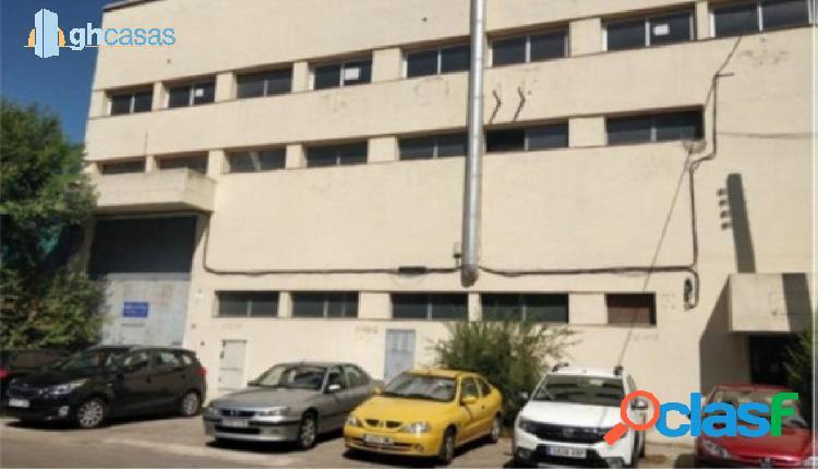 Nave industrial en venta en Madrid, zona Rejas.