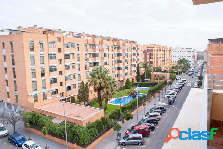¡Oportunidad!: piso en Arroyo del Moro, con 4 dormitorios.